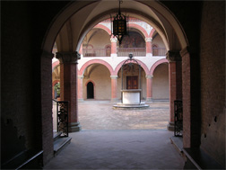 http://upload.wikimedia.org/wikipedia/commons/4/44/Collegio-spagna3.jpg